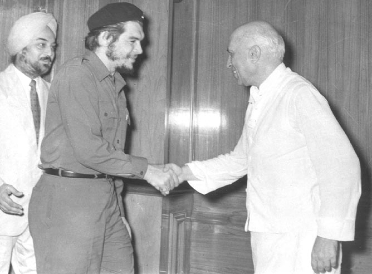 Jawaharlal Nehru, the then Prime Minister of India, inviting the Communist Revolutionary Che Guevara to his official residence, Teen Murti Bhavan at New Delhi on 1 July 1959